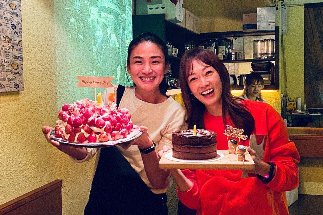 洪小鈴(左)與潘慧如同場慶生。圖/幸星娛樂提供