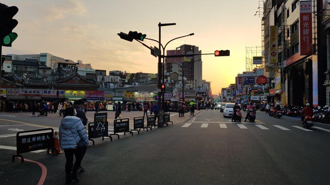新竹市都城隍廟前廣場總是很熱鬧。 聯合報系資料照/記者黃瑞典攝影