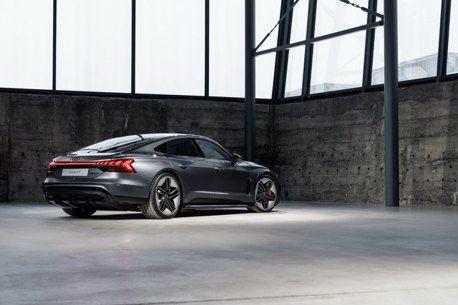鋼鐵人坐駕化為現實 全新Audi e-tron GT quattro純電轎跑正式登場!