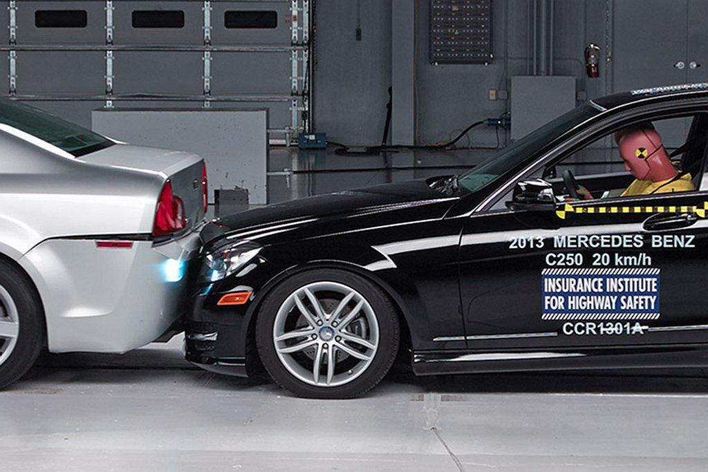 AEB自動緊急煞車系統能減少50%的追撞事故,更能降低56%碰撞後車內乘客受傷機...