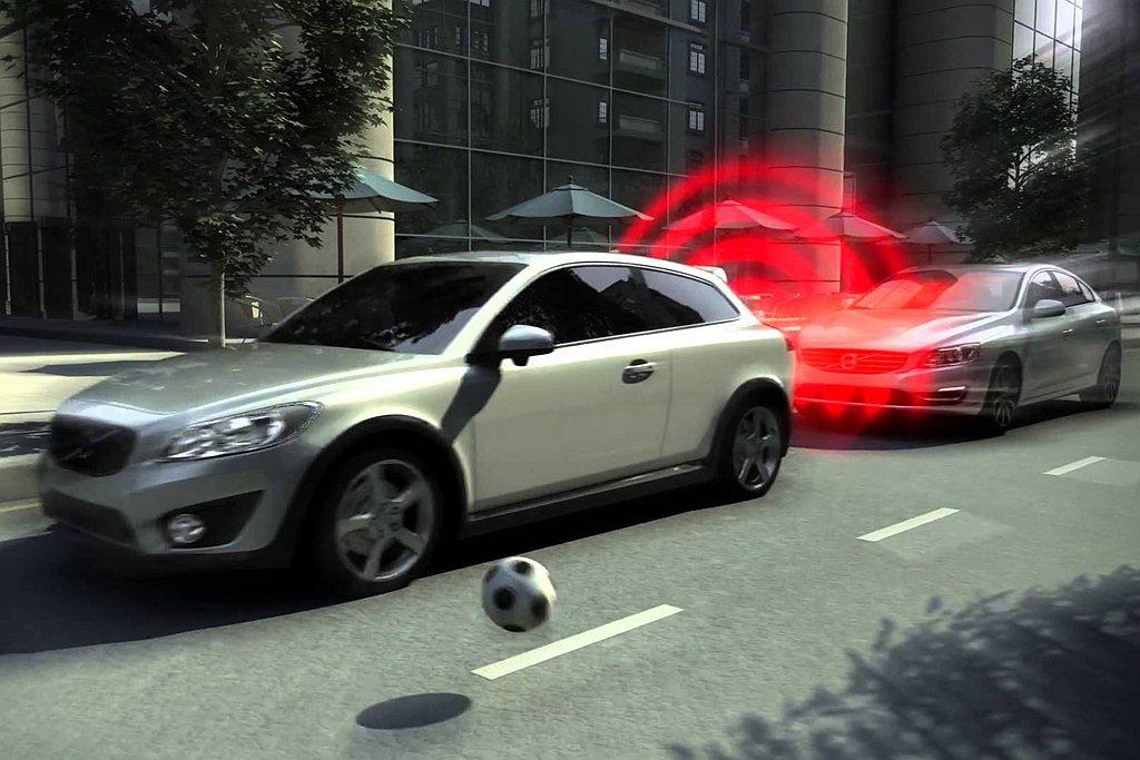 AEB自動緊急煞車系統能在前方突然發生狀況時,警示並加壓煞車避免或減少碰撞事故。...