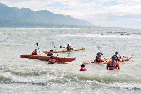 在從事水上活動前應先培養好自己的體力與基本知識,從平穩的湖、緩流的溪、到有風浪的海分級體驗嘗試。 圖/聯合報系資料照