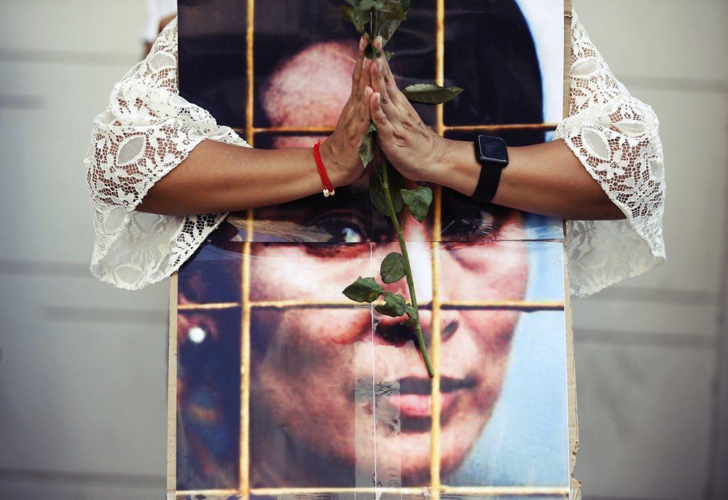緬甸軍事政變所掀起的區域動盪,引爆全國數十萬人將近1個月的連續抗爭,儘管聲援民選...