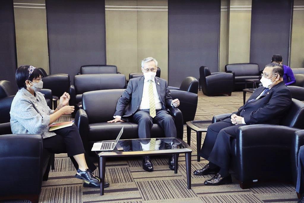 圖為印泰緬三國外長在曼谷國際機場會客室的會晤照片。 圖/美聯社