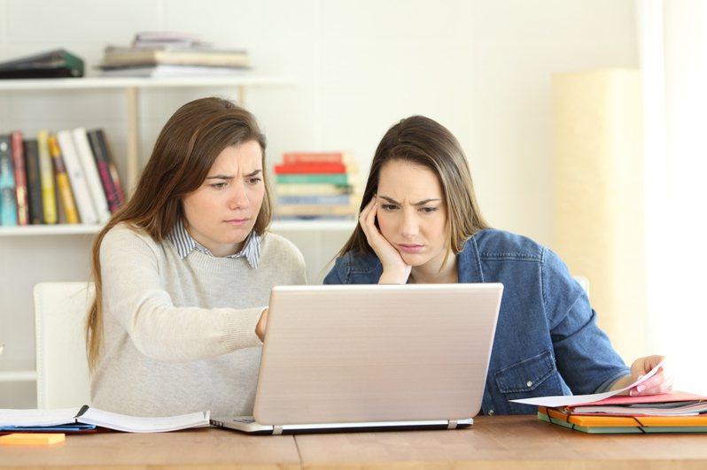 一名網友日前在網路上詢問該如何說服父母讓自己讀喜歡的大學科系,引發熱議。圖為示意圖。圖片來源/ingimage