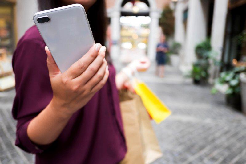 被拆封退貨的手機經過檢修後,會以「福利機」名義再重新上架銷售。示意圖/ingimage