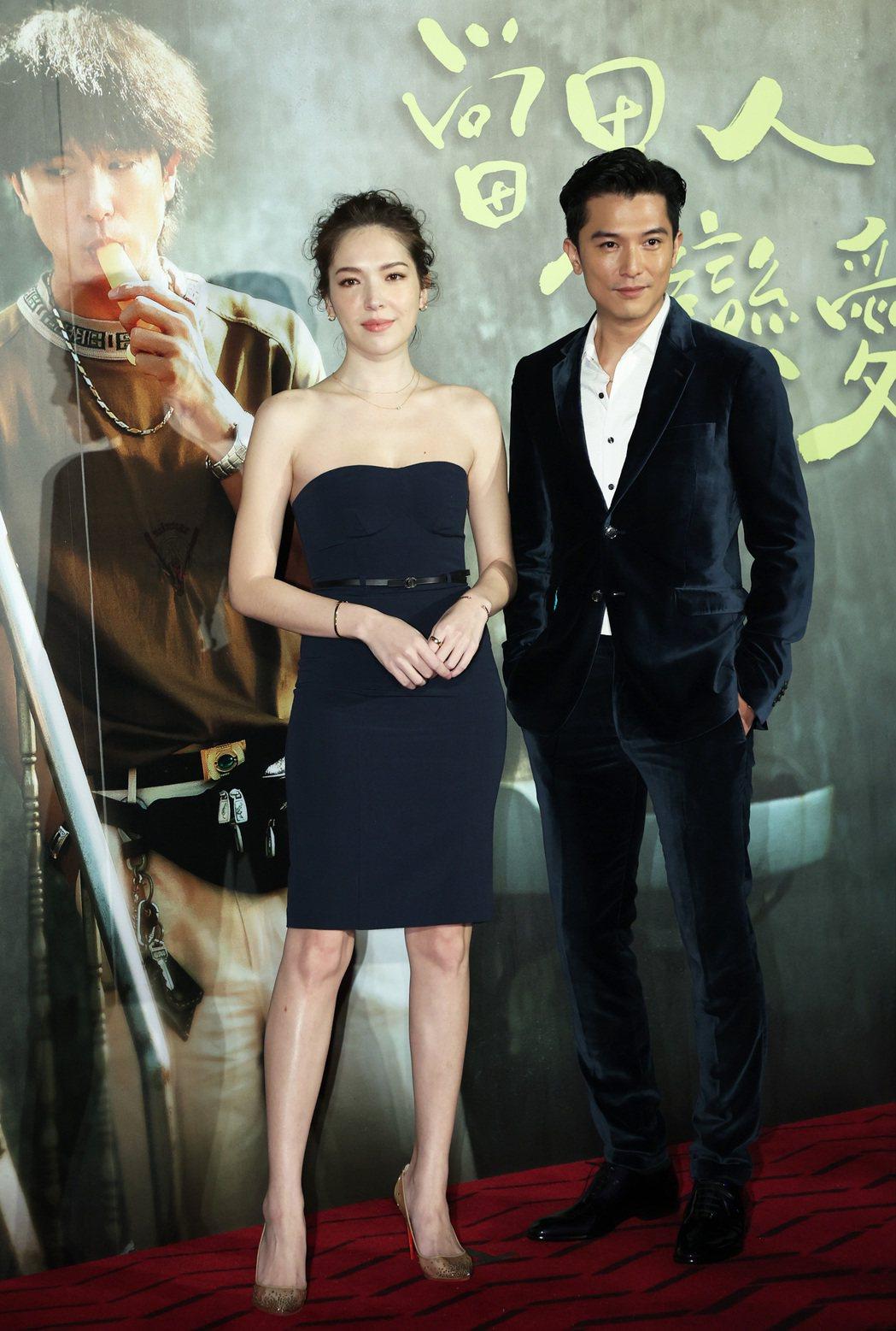 《當男人戀愛時》男主角邱澤(右)、女主角許瑋甯(左)今天出席記者會。記者潘俊宏/...