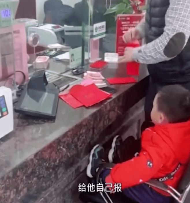 大陸江蘇蘇州有一位1歲半的男童今年春節領到長輩給的紅包,父親幫他開銀行帳戶全額存入,不到兩年就入庫人民幣10萬2485元(約43萬新台幣)。 圖/取自法治網
