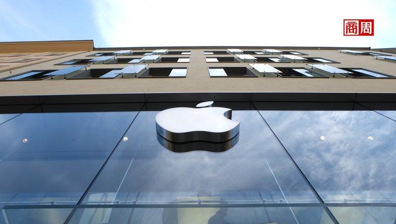 一向精打細算的蘋果執行長庫克,被認為嗅出VR市場已逐步成熟,因此近期加速推進產品...