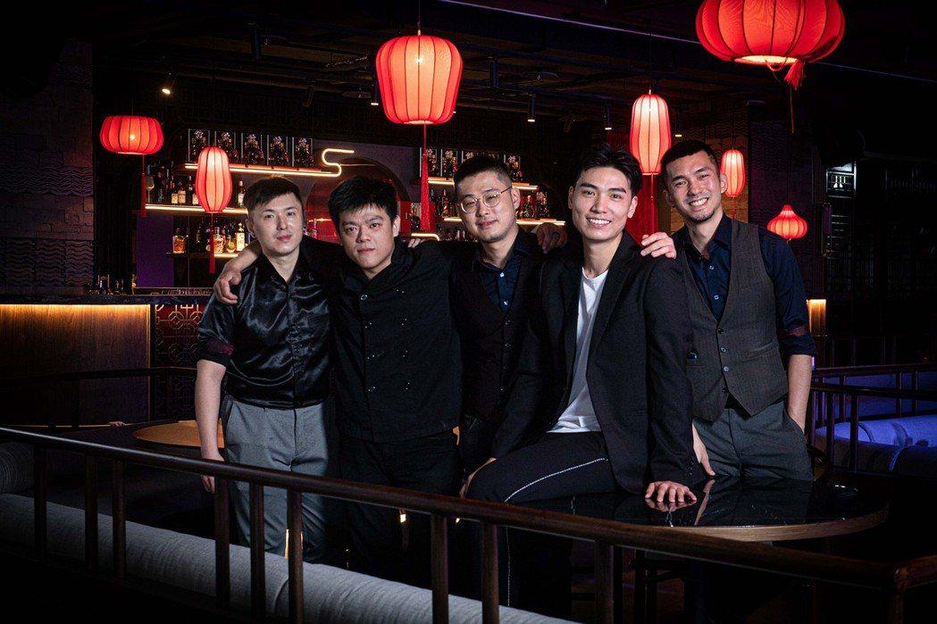 (左起)Sam、小陳、亞瑟、子軒、Levi五位隱世共同創辦人合影。隱世THE A...