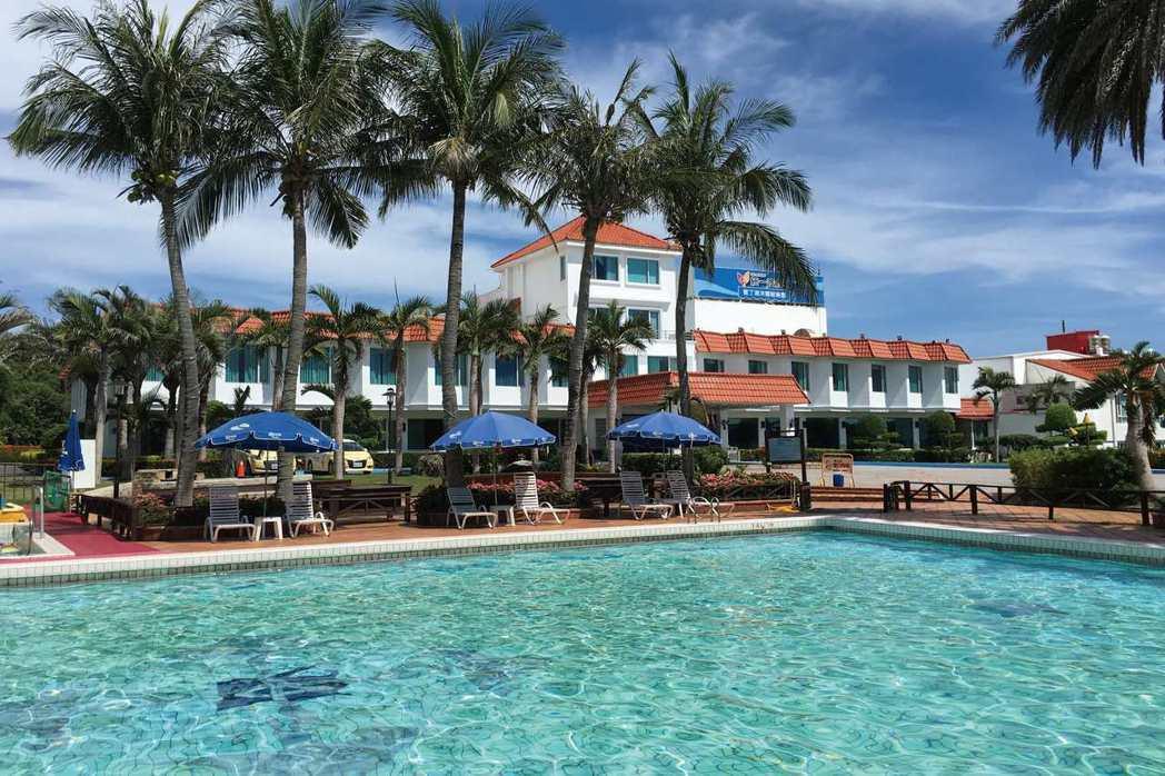 統一墾丁-椰林泳池。
