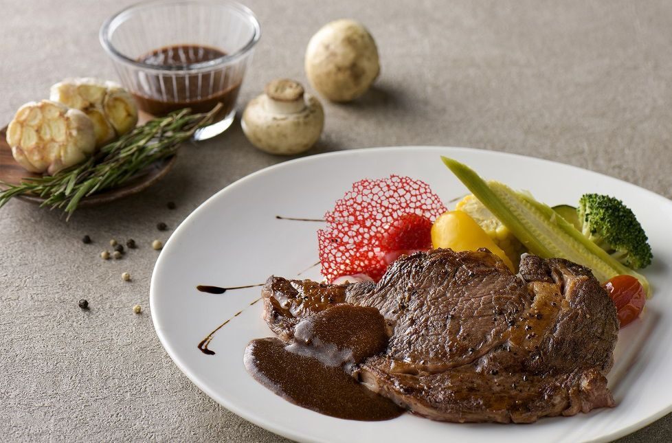 和逸飯店高雄中山館8盎司美國頂級肋眼牛排肉質香嫩飽口,2人同行可享超值55折。 ...
