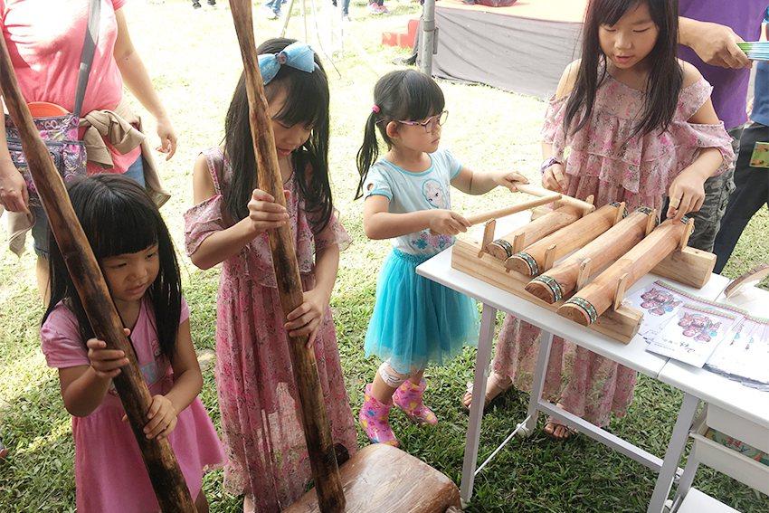 感受原住民族樂器美妙的聲響。 十三行博物館/提供