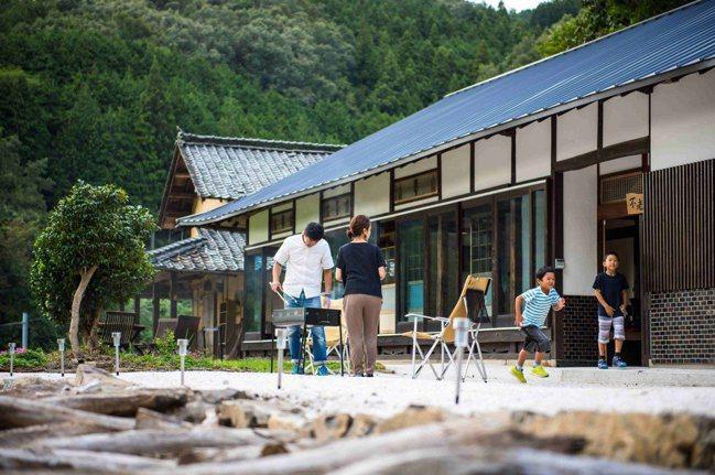 不老仙(Furosen)坐落於山谷一隅,旅客可以在此近距離觀賞神樂舞蹈等傳統表演...