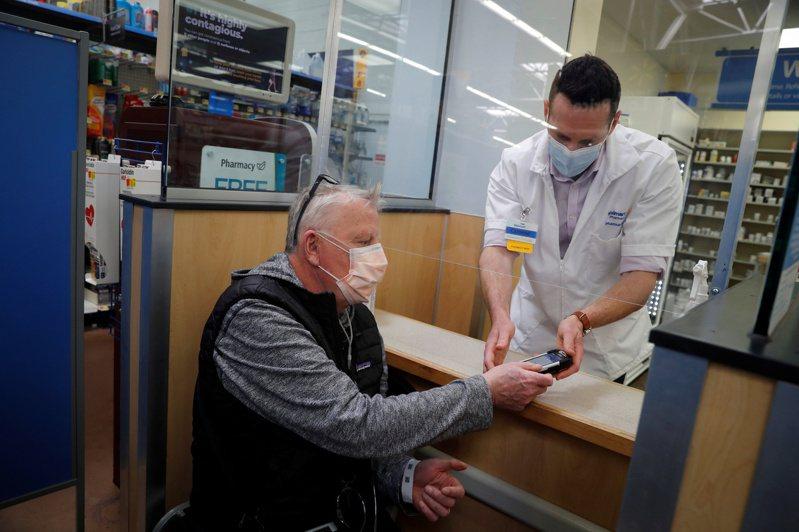 雅虎新聞和政府網站合作民調發現,美國民眾願意打新冠疫苗的比率,從去年11月的45%增為60%,共和黨人也增加4%願意接種。 路透社