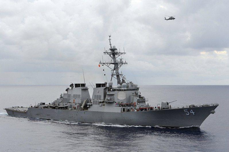 美軍第7艦隊司令部宣布,勃克級神盾驅逐艦「魏柏號」(USS Curtis Wilbur,DDG-54)於當地時間2月24日以符合國際法的方式,例行駛過台灣海峽。路透