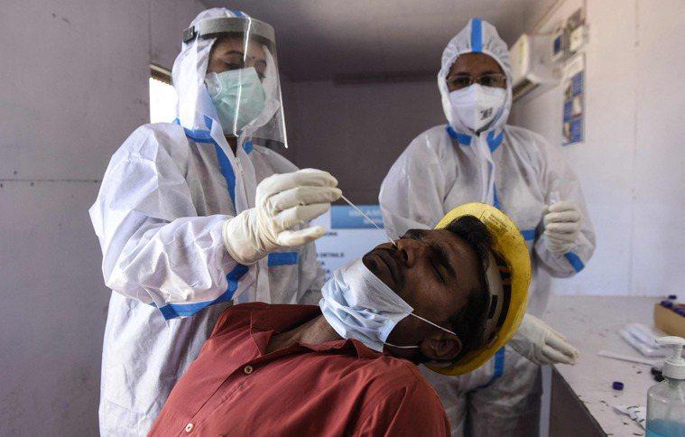 印度5省每天新冠肺炎病例持續激增,其中最嚴重的馬哈拉什特拉省昨天更出現129天以...