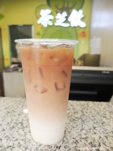 羊咩咩鮮奶茶配合屏東在地酪農羊奶,茶與羊奶調配出完美比例的鮮奶茶