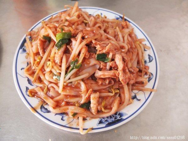 炒粄條(小份)55元,人氣最高的特色美食,家常粄條有了最特殊的料理詮釋