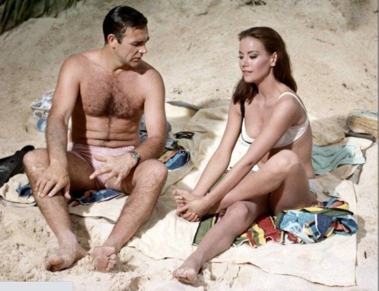 007電影「霹靂彈」這一幕被台灣廣告商偷偷拿來使用。圖/摘自imdb
