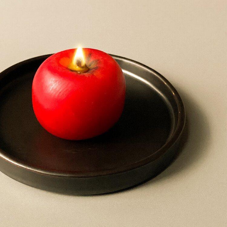 日本青森手工蘋果蠟燭可持續燃燒14個小時,售價980元。圖/摘自RAW臉書。