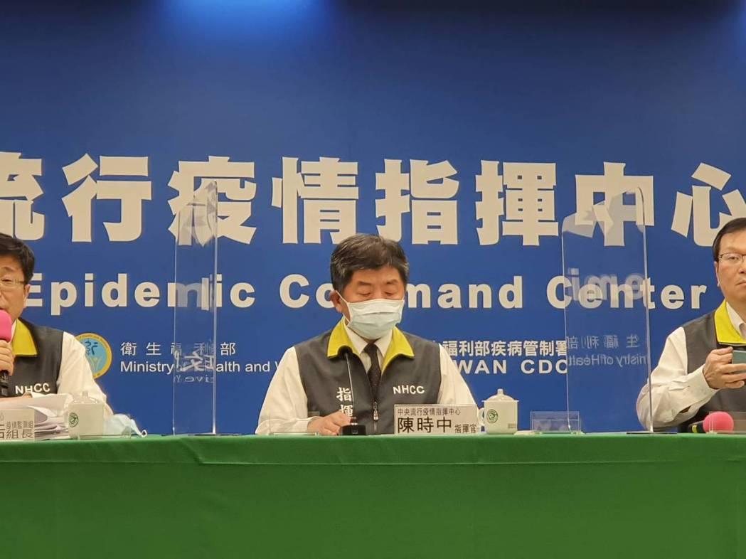中央流行疫情指揮中心2月25日14:00記者會出席名單,由左到右中央流行疫情指揮...