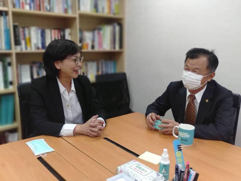 民眾黨立委蔡壁如,與新任陸委會主委邱太三。圖/蔡壁如辦公室提供