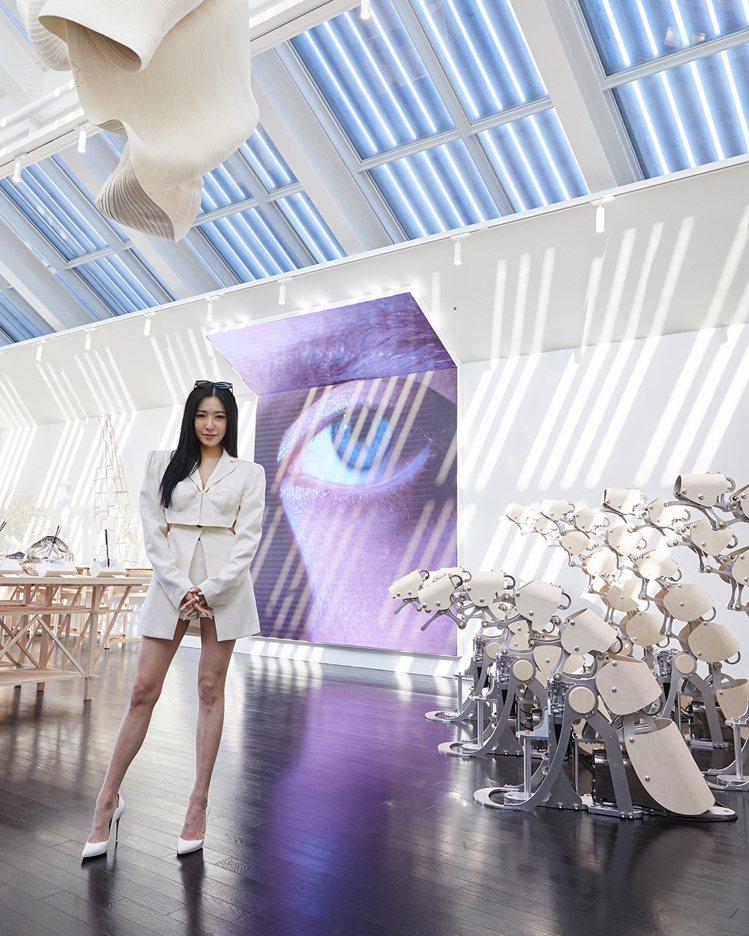 少女時代成員TIFFANY朝聖眼鏡品牌Gentle Monster位於南韓的HA...