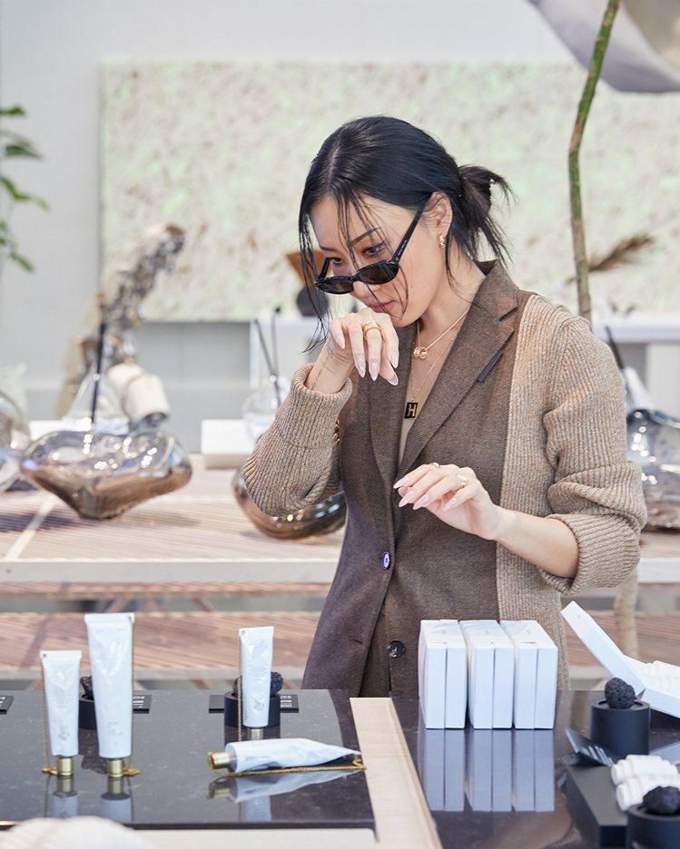 MAMAMOO華莎朝聖眼鏡品牌Gentle Monster位於南韓的HAUS D...