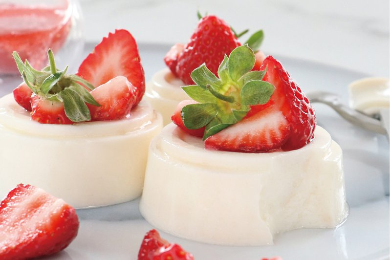 大苑子限時限店限量推出「許慶良草莓鮮奶酪」,每個45元。圖/大苑子提供