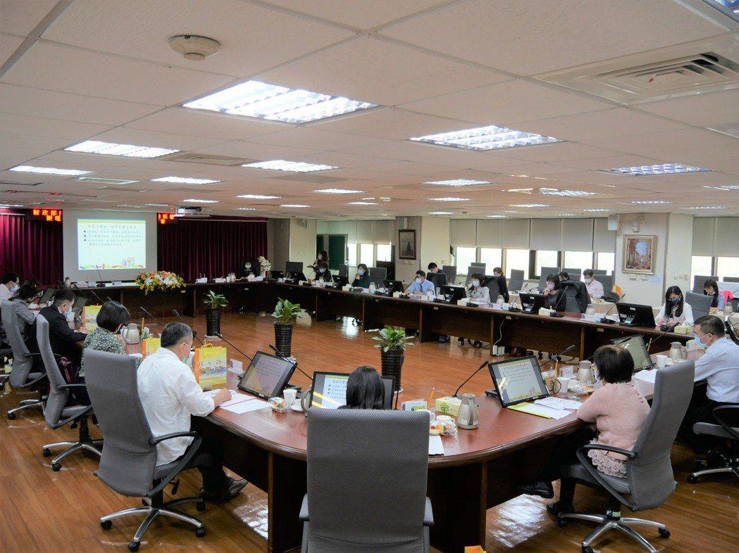 財政部南區國稅局聯合台南地方檢察署,24日在該局舉辦「廉政雙圈學習—『建立金流分...