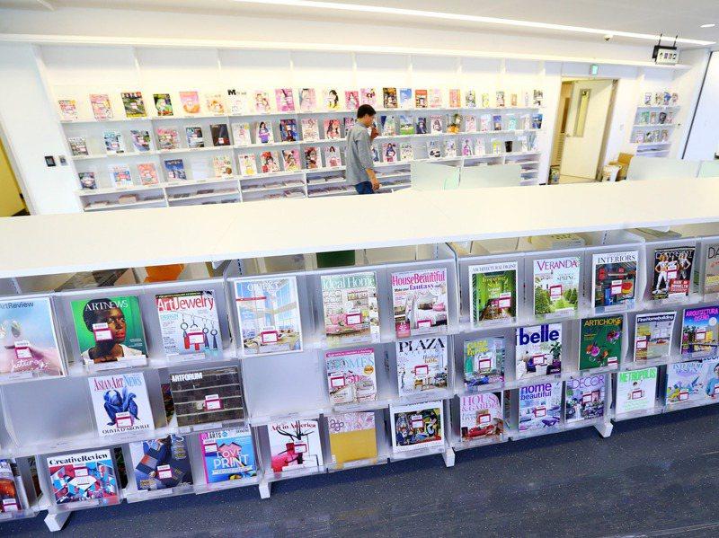台北市政府發文要求各機關明年起不得訂購紙本報章雜誌,若有需求要市長專簽,台北市立圖書館總館表示,市圖會照常提供紙本報刊,圖為總館期刊區。圖/聯合報系資料照片