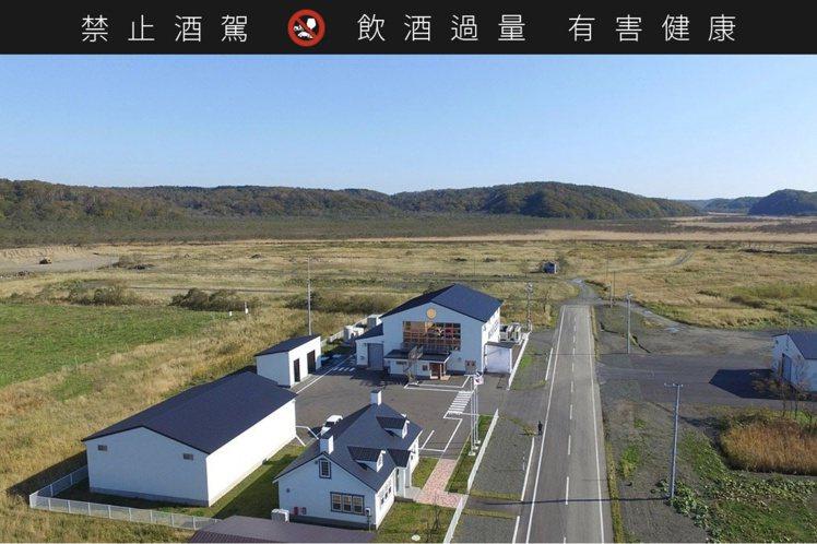 厚岸蒸餾廠位於北海道東部的厚岸,主打日本威士忌少見的重泥煤威士忌。圖/摘自厚岸蒸...