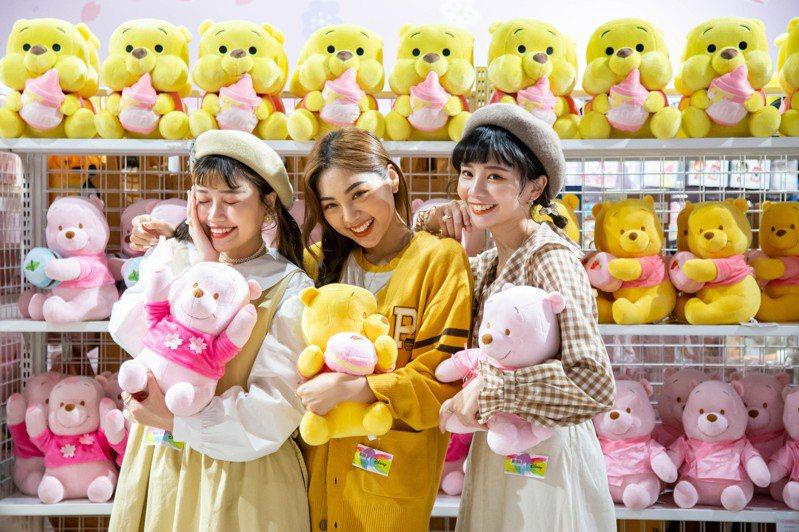 「迪士尼粉萌季期間限定店」分別在台中、高雄與台北三地陸續登場。圖/邁思娛樂提供