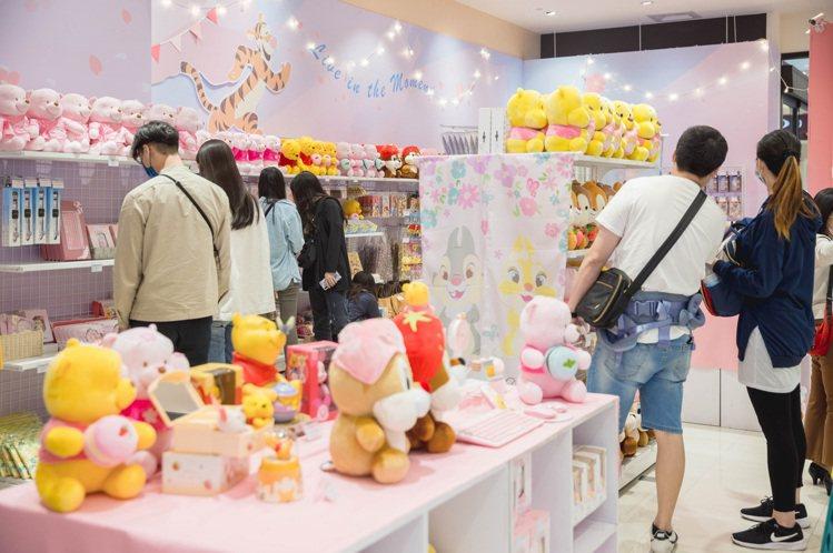 高雄「迪士尼粉萌季期間限定店」。圖/夢時代提供