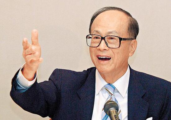 長和系創辦人李嘉誠以354億美元身家,重奪香港首富地位。(圖/取自新浪網)