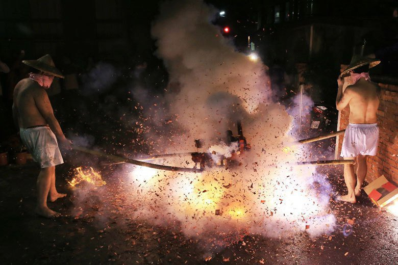 社子島今年元宵慶典活動「夜弄土地公」照常舉辦,但部分商家不提賞。聯合報系資料照