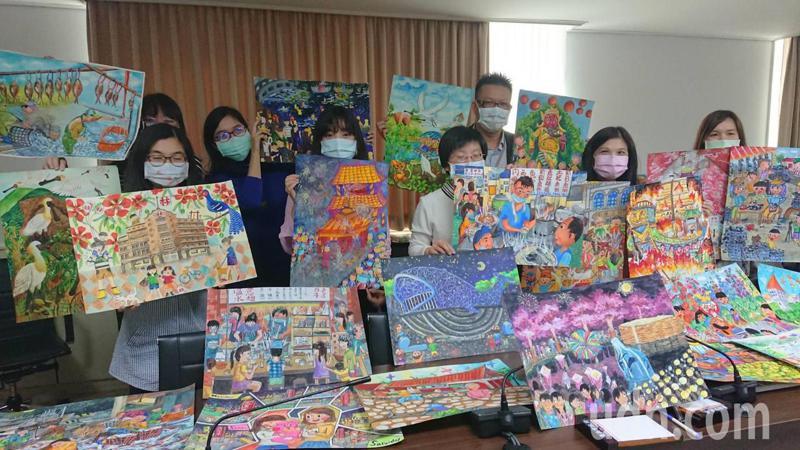 台南市教育局將學生的畫作,掛刊在工地圍籬,美化城市。記者鄭惠仁/攝影