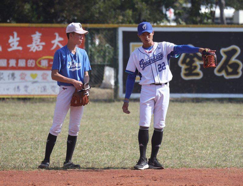 李宗賢協助指導嘉義高中棒球隊。圖/富邦悍將隊提供