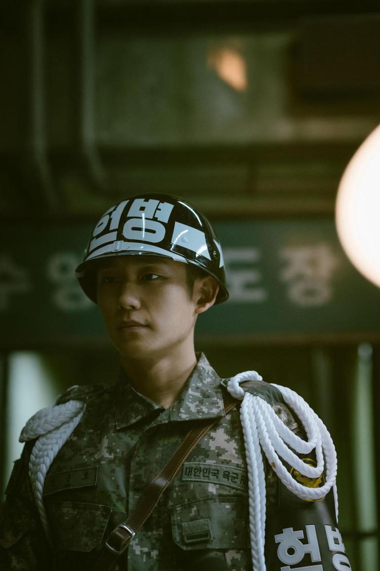 丁海寅在新劇「D.P」再次挑戰演出軍人角色。圖/Netflix提供