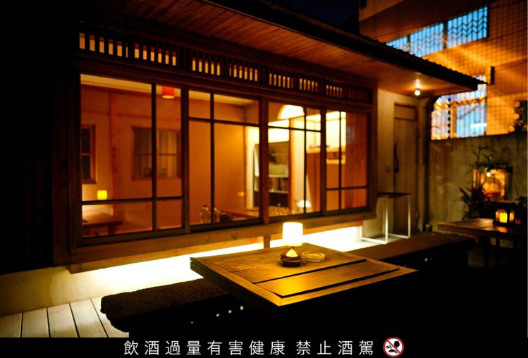 把日式老屋和台南老宅完美結合的「籠裡(Bar Lonely)」,一次滿足古都、日...