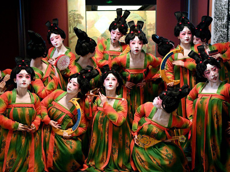河南衛視展現唐朝歷史文化的舞蹈節目《唐宮夜宴》,相關話題在微博有超過一億次閱讀量。新華社