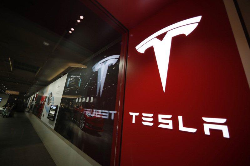 彭博引述消息人士報導,特斯拉加州工廠的一條Model 3產線已停工多日,且將暫停到下月7日。(美聯社)