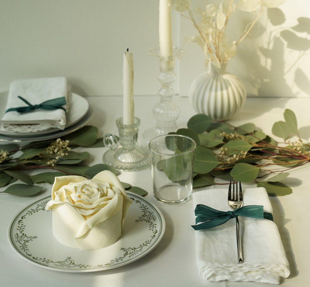 BAC推出「白色戀人」手工玫瑰花蛋糕,每顆799元。圖/BAC提供