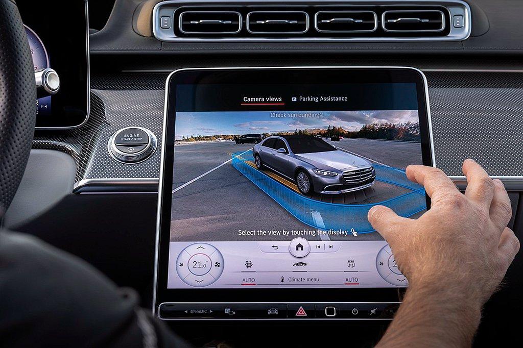 智能停車輔助套件結合全新顯示介面的360度環景,停車無死角。 圖/Mercede...