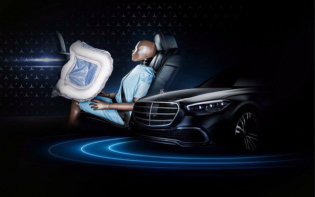 後座安全氣囊全面保護最重要的人。 圖/Mercedes-Benz提供