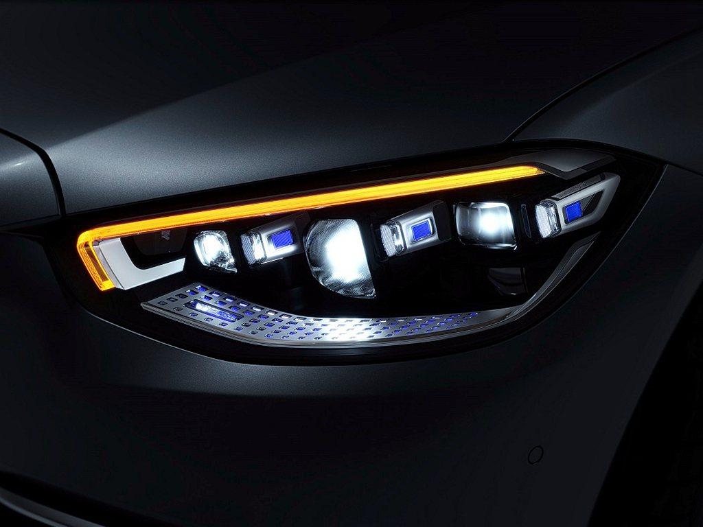 DIGITAL LIGHT多光束智慧型數位頭燈。 圖/Mercedes-Benz...