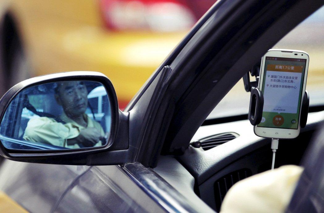 有中國網友在貨拉拉命案討論中發表「安全第一」的經驗分享,奉勸其他女性但凡是叫車坐...