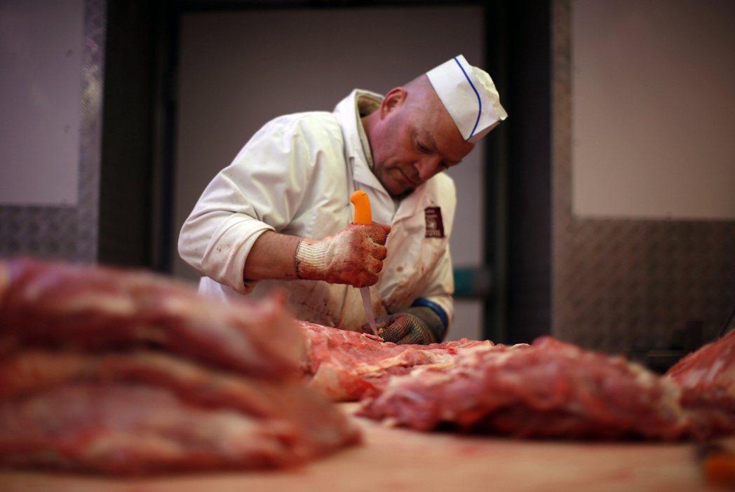 「營養午餐的『無肉化政策』,是對法國農民和肉販的侮辱!」里昂的營養午餐變動,不僅...