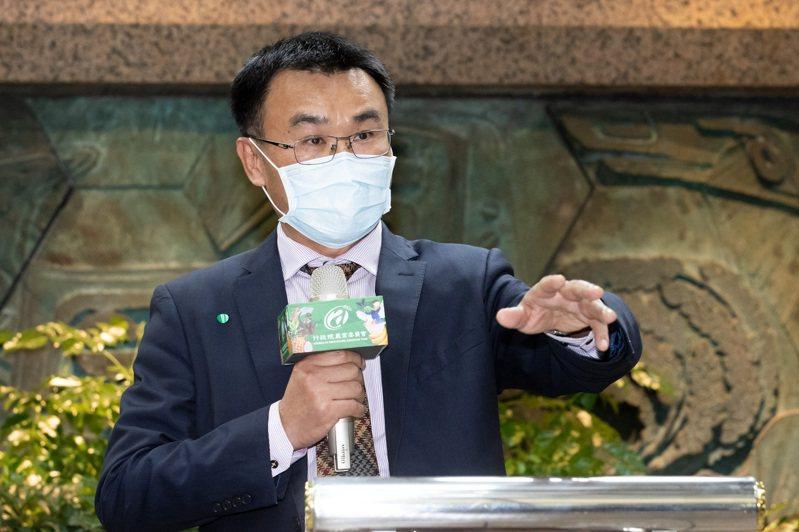 針對大陸暫停台灣鳳梨輸入,農委會主委陳吉仲召開記者會說明。記者季相儒/攝影